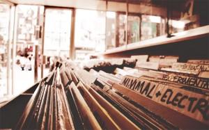 imagen de vinilos en tienda de discos