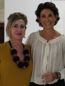 Carmen Calvo (izquierda) y Ana Serratosa en la exposición de Bernardí Roig, celebrada en Valencia el pasado otoño.