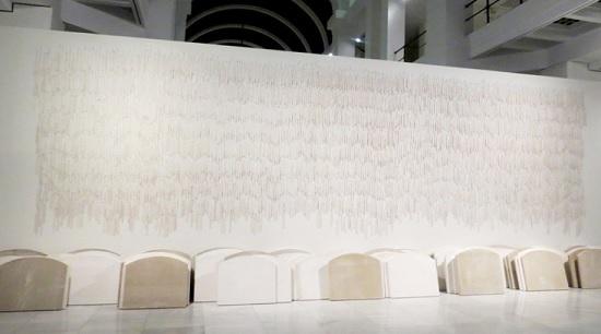 """Instalación que forma parte de la muestra """"Todo procede de la sinrazón"""", de Carmen Calvo"""