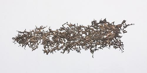 """Instant Gratification"" (2017), creada por Michel François en bronce. 73x228x2 cm"