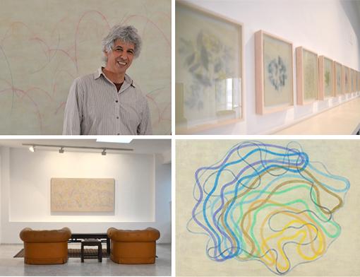 """Alejandro Corujeira junto a algunas de las obras expuestas en """"La pauta leve"""""""