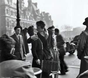 """Fotografía """"El beso"""" (1950), de Robert Doisneau"""